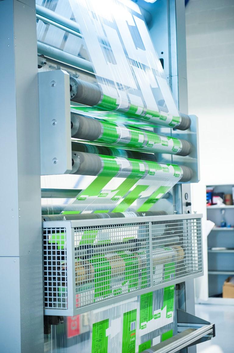 Impresión en máquina impresora de envases flexibles
